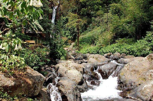 bali seværdigheder trekking og vandfald