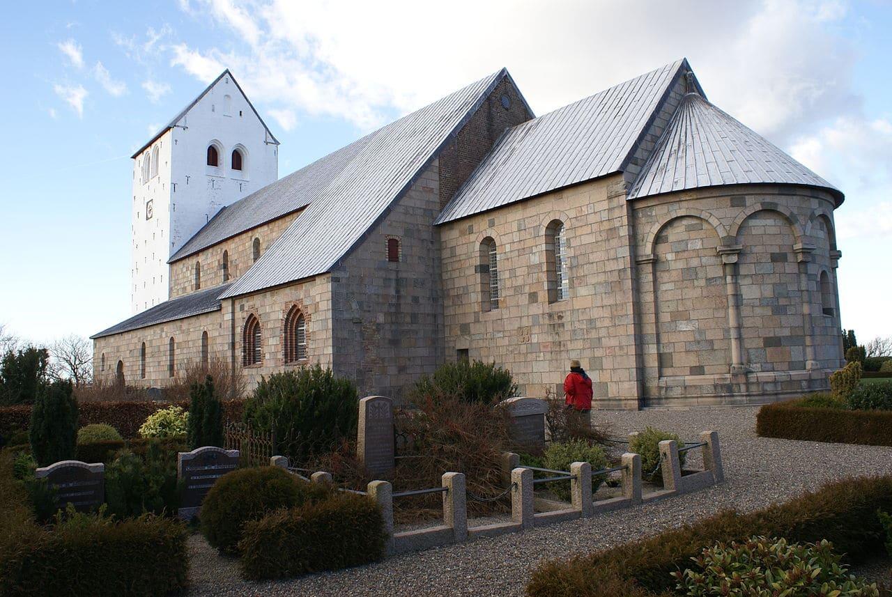 Største og mindste landsbykirke ligger i Thy seværdigheder
