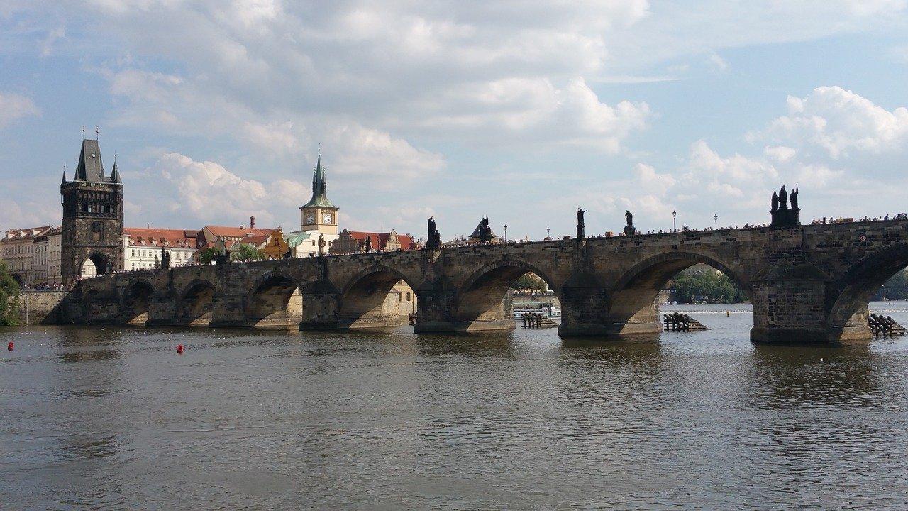 Karlsbroen Prag seværdigheder